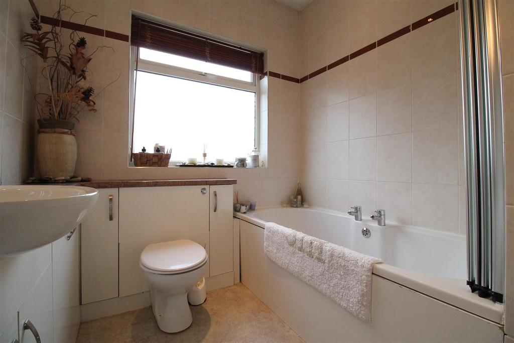 Main Bungalow   Bathroom
