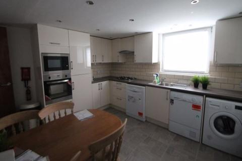 5 bedroom terraced house to rent - Wetherby Grove, Leeds, LS4 2JH