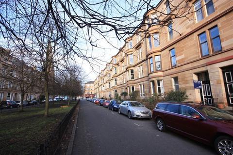 3 bedroom flat to rent - Flat 1/1 13 Woodlands Drive