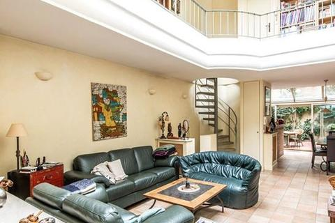 4 bedroom detached house  - Paris 14, Paris, Ile-De-France