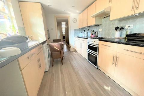4 bedroom detached house to rent - Gloucester Road, Acton W3 8PD