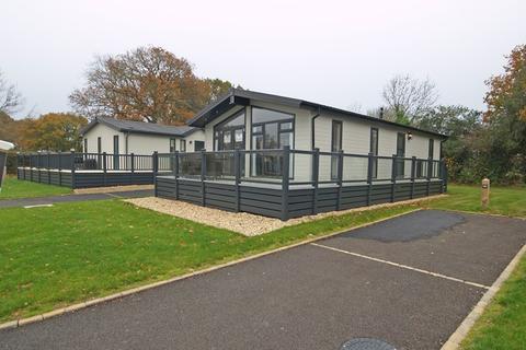2 bedroom lodge for sale - Hoburne Bashley Holiday Park, Sway Road, New Milton