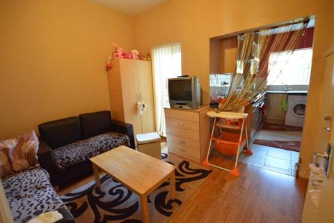 1 bedroom flat to rent - Terront Road