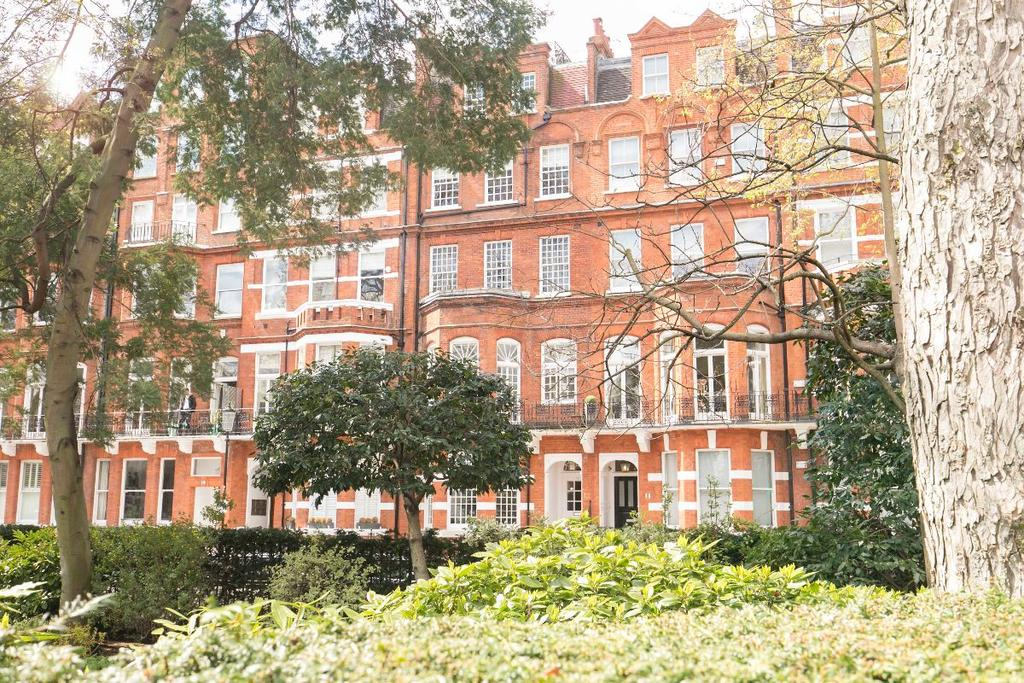 1 Bedroom Flat for sale in Egerton Gardens, London, SW3