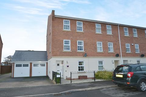 4 bedroom townhouse for sale - Highlander Drive, Donnington, Telford, TF2 8JF