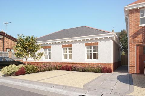 2 bedroom semi-detached bungalow for sale - Melbury Gardens, Upton