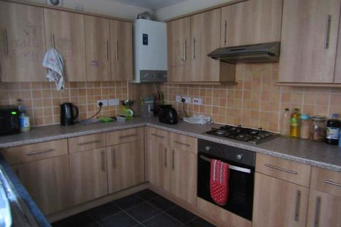 4 bedroom semi-detached house to rent - Highfield Lane