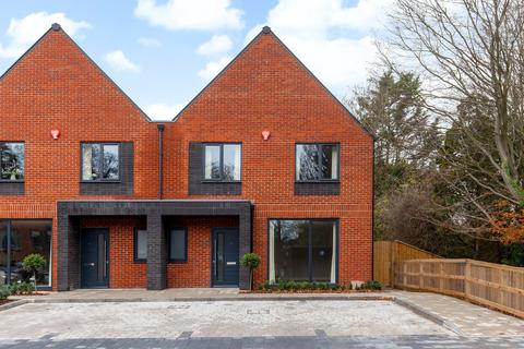 3 bedroom semi-detached house to rent - Fairlinch Close, Andover Road, Winchester, SO22