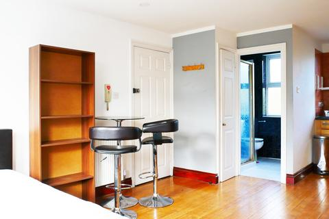 Studio to rent - Scrubs Lane, London W10