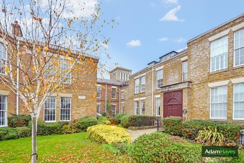 3 bedroom ground floor flat for sale - Princess Park Manor, Royal Drive, Friern Barnet, N11
