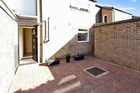 3 bedroom terraced house for sale - Molewood Close, Cambridge, CB4