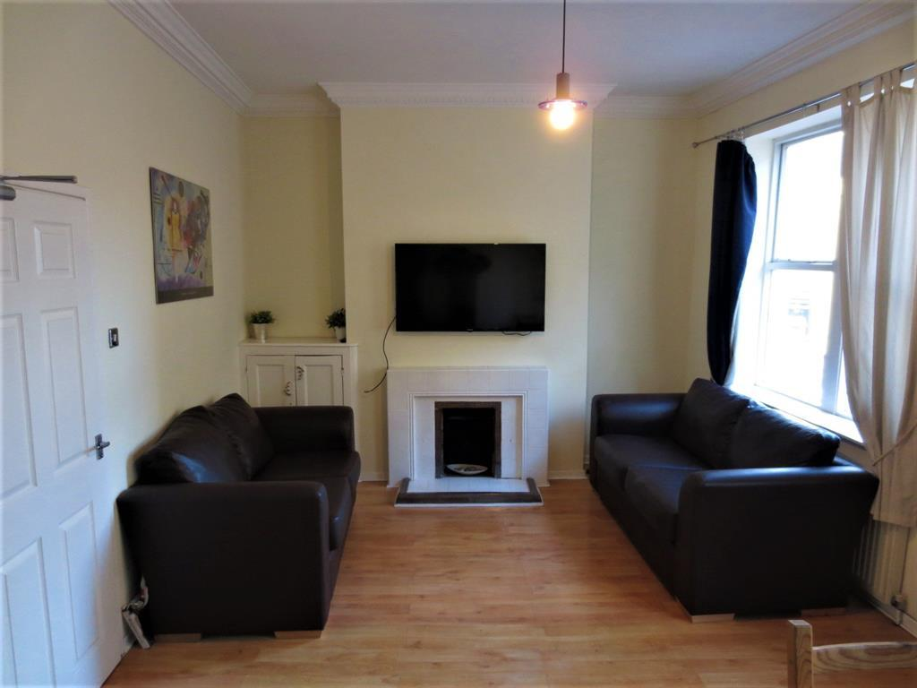 Image 1 Of 9: Living Room