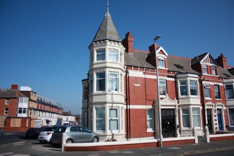 Studio to rent - 97-99 Lord Street, Blackpool