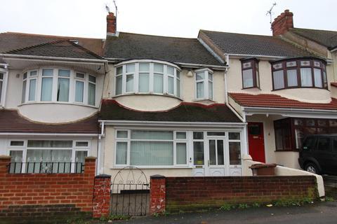 3 bedroom terraced house - Castlemaine Avenue, Gillingham, Kent, ME7