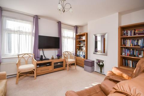 3 bedroom semi-detached house for sale - Lambton Road, Dover, CT17