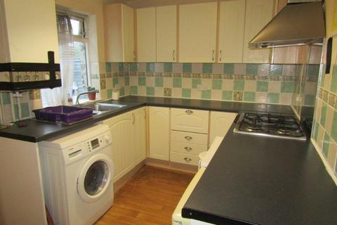 4 bedroom semi-detached house to rent - Spear Road