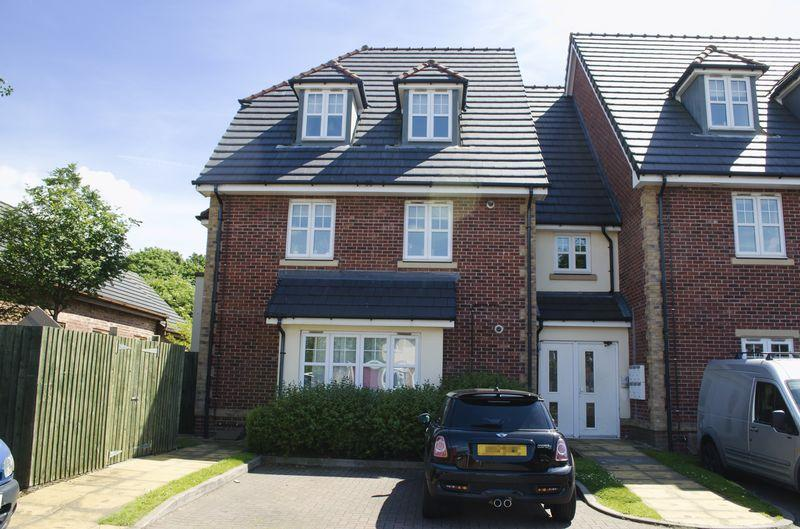 2 Bedrooms Apartment Flat for sale in Greenside Court, Coppice Road, Walsall Wood.