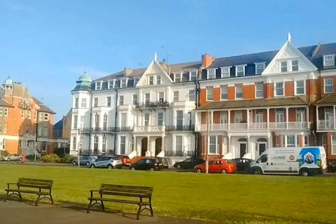 2 bedroom apartment to rent - Lewis Crescent, Cliftonville, Margate