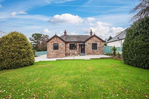 4 bedroom bungalow for sale - Park Lane, Knypersley