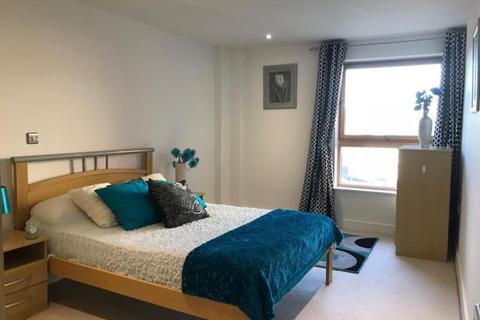 2 bedroom flat to rent - 72 Mackenzie House