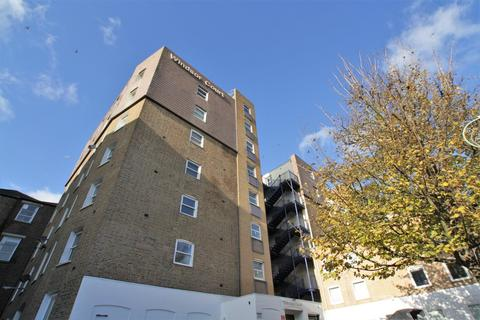 Studio to rent - Windsor Court, Windsor Street, Brighton