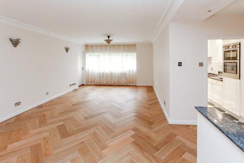3 bedroom apartment for sale - Lodge Close, Edgware, HA8
