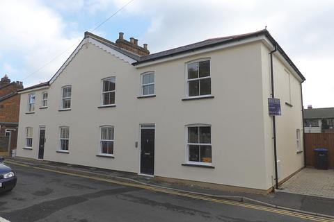 2 bedroom terraced house to rent - Rusham Road, Egham, TW20