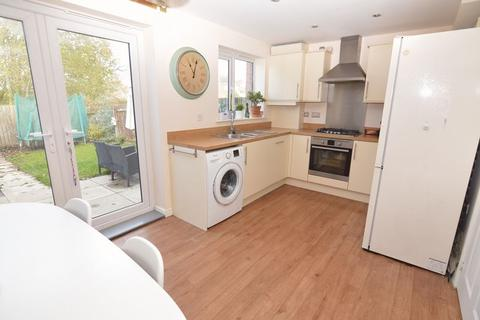 3 bedroom semi-detached house for sale - Holme Farm Way, Pontefract
