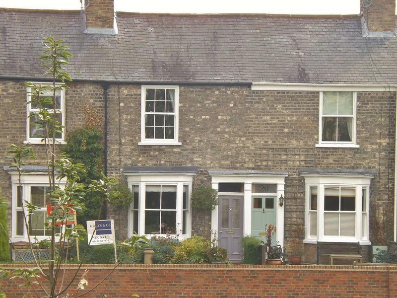 2 Bedrooms Terraced House for sale in Willow Grove, Beverley
