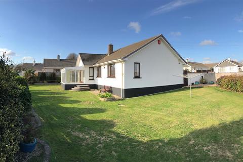 3 bedroom detached bungalow for sale - East Close, Helston