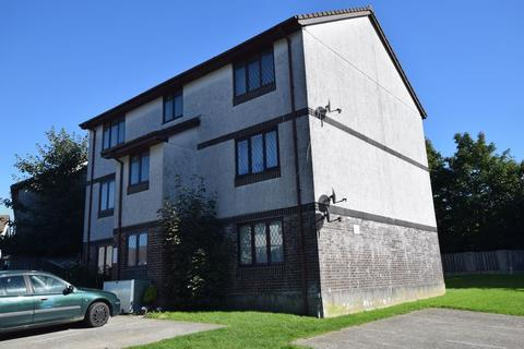2 bedroom flat for sale - Penlee Close, Callington