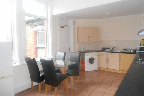 4 bedroom apartment to rent - *NO STUDENT FEES 2019* Osborne Road, Southsea