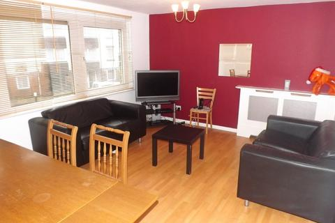 3 bedroom flat to rent - *NO STUDENT FEES 2019* Somers Road, Southsea