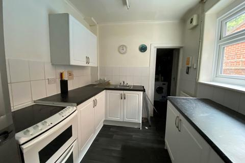 4 bedroom semi-detached house to rent - Livingstone Road, Southampton
