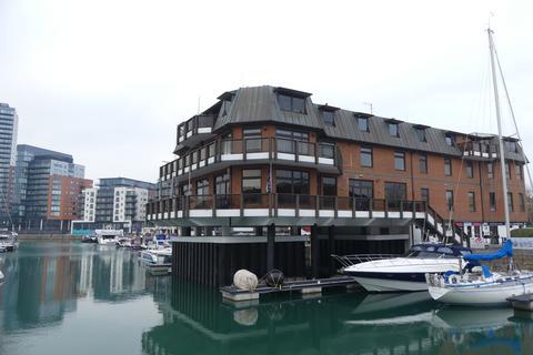 3 bedroom apartment to rent - Channel Way, Ocean Village