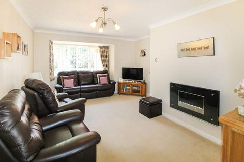 3 bedroom detached house to rent - Rodmel Court, Farnborough, GU14