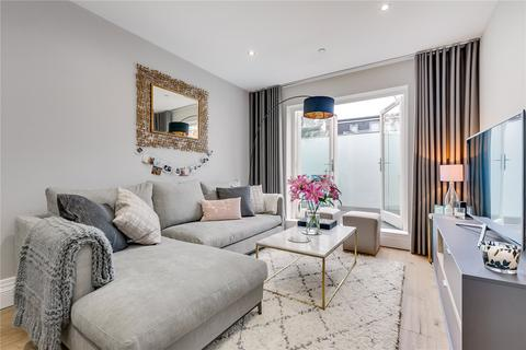 2 bedroom flat for sale - Lysias Road, London, SW12