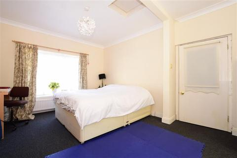 4 bedroom end of terrace house for sale - Norwich Drive, Lower Bevendean, Brighton, East Sussex