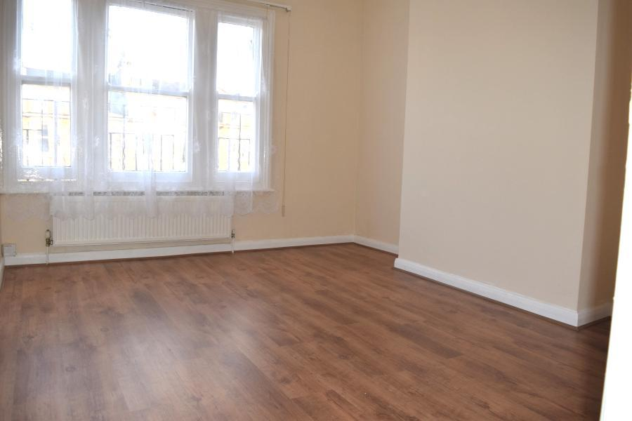 A wonderfully presented  2nd floor, 1 or 2 bedroo