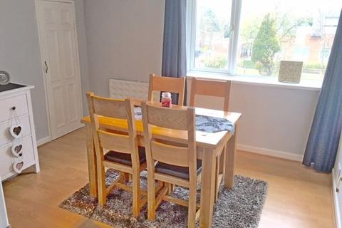 2 bedroom apartment to rent - SHRUBLAND COURT, GARRETTS LANE, BANSTEAD SM7