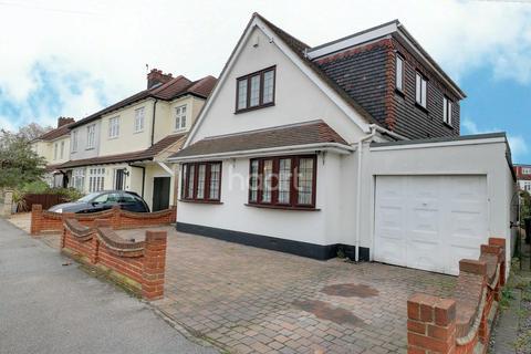 4 Bedroom Bungalow For Sale Blacksmiths Lane Rainham Rm13