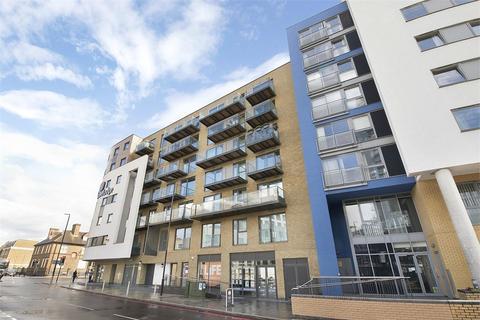 Studio to rent - Hudson Building, 1 Deals Gateway, London