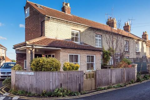 2 bedroom end of terrace house for sale - Holt