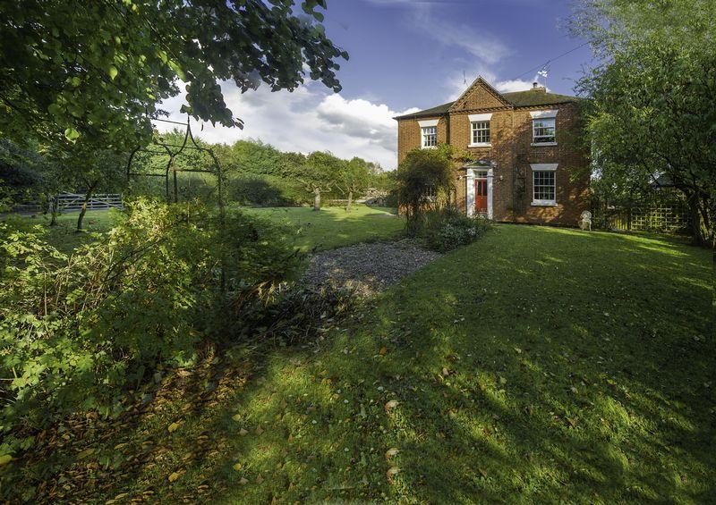 3 Bedrooms Detached House for sale in Donington Lane, Albrighton, Wolverhampton