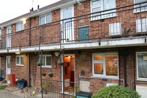 1 bedroom flat for sale - Woodford Green, Essex, IG8 7HH