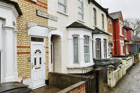Studio to rent - Black Boy Lane, Tottenham, London