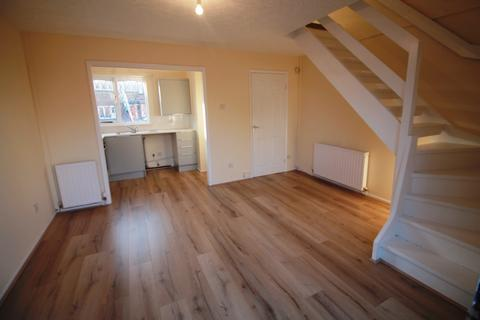 2 bedroom semi-detached house to rent - Fairburn Close, Weates Estate, Widnes