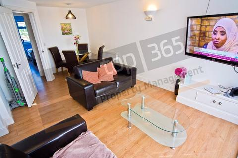 3 bedroom flat to rent - *£105pppw* Clumber Court, Clumber Crescent South, Nottingham NG7