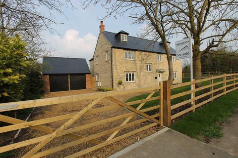 6 bedroom detached house for sale - Trinity Manor, Deanshanger, MILTON KEYNES, MK19