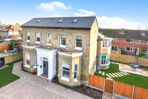 8 bedroom detached house to rent - Raymond Road,  Langley,  SL3